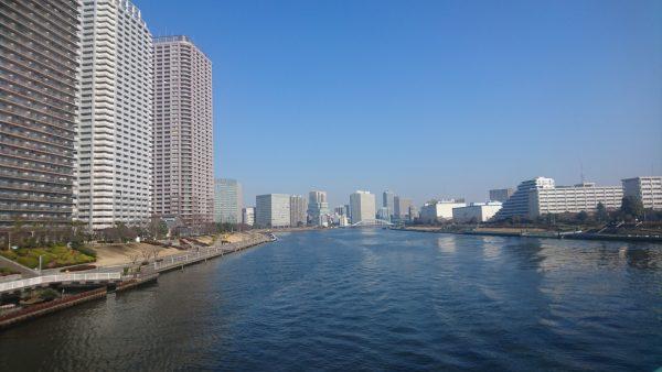 相生橋からの眺めは明らかに春の空気に入れ替わった少し霞んだ朝の風景です