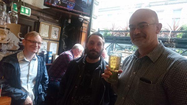 Alan,Alex,そしてマネージャのSteveは、boujouでお馴染みの方もいるかも知れません。打合せといえば、近所のバブで地ビールな日々です。