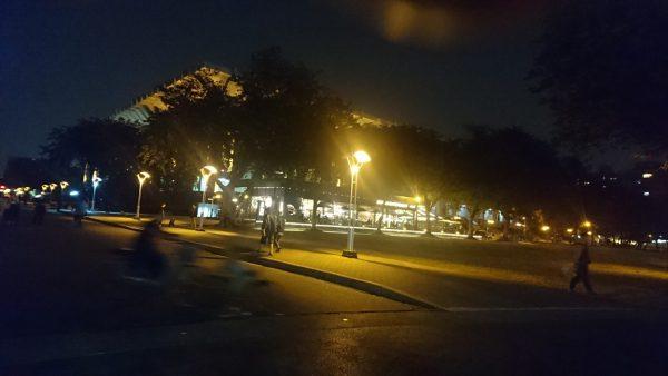 高雄市中心部、文化中心ビルの夜景。このビルの4階に新月映像のモーキャプスタジオが入っています