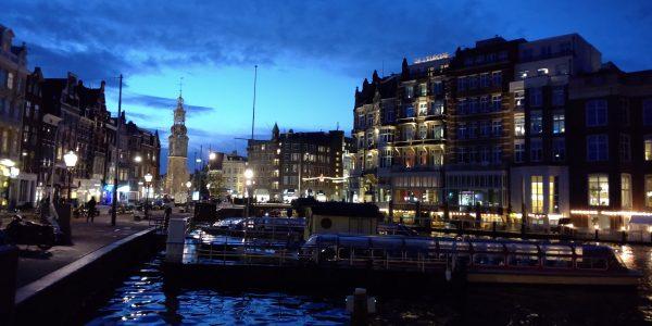 夕暮れ時のアムステルダム、なんとなくクリスマスです。
