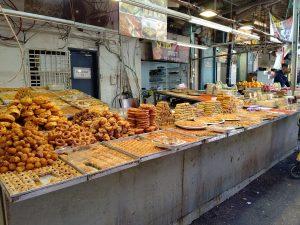 街の至るところに市場があって色々なものを売っています