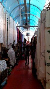 Yaffa旧市街のBazaarです 沢山の民族衣装や装飾品が売られています。